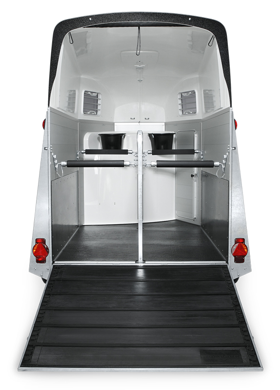 humbaur pferdeanh nger xanthos aero 2 4t sattelkammer. Black Bedroom Furniture Sets. Home Design Ideas